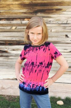 Girl wearing tie dye tee made from The Zoet Tee sewing pattern