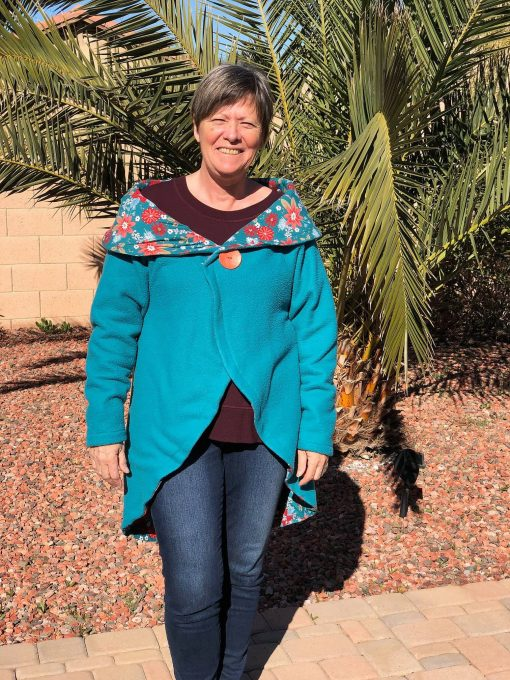 Woman wearing turquoise rondje top made from the cardigan sewing pattern