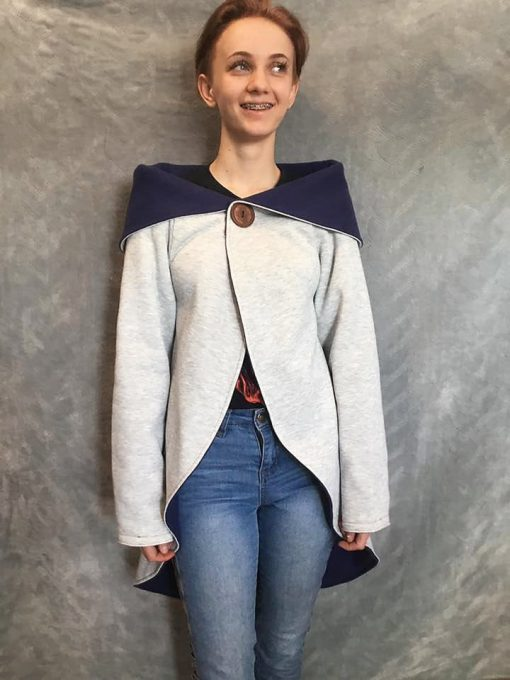Teen wearing cardigan made from the rondje top sewing pattern